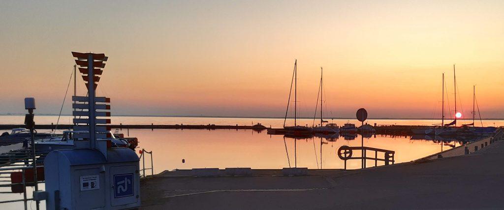 Stora Rörs hamn i solnedgången